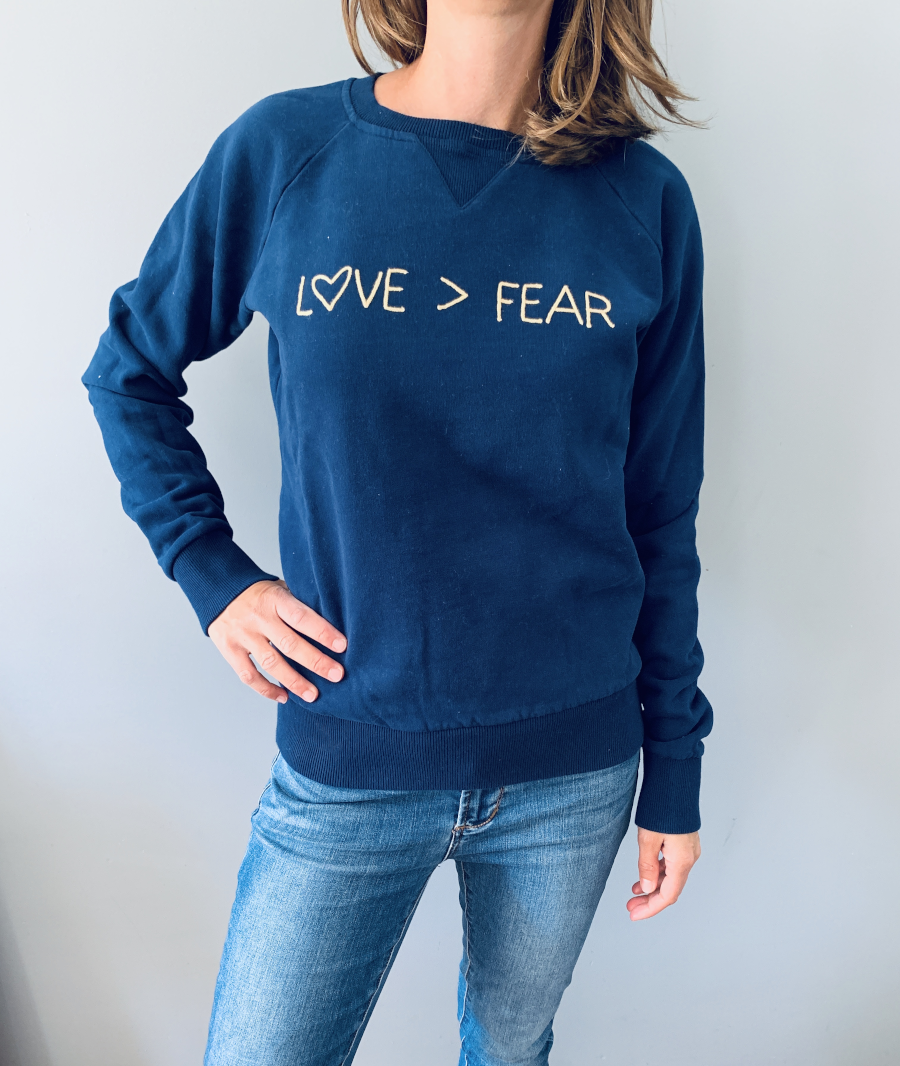"Sweatshirt ""Love > Fear"""